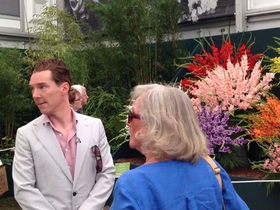 เบนนี่และขุ่นแม่ในสวนดอกไม้